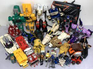 合体変形ロボット玩具など