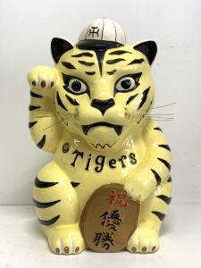 阪神タイガース 招き虎 貯金箱